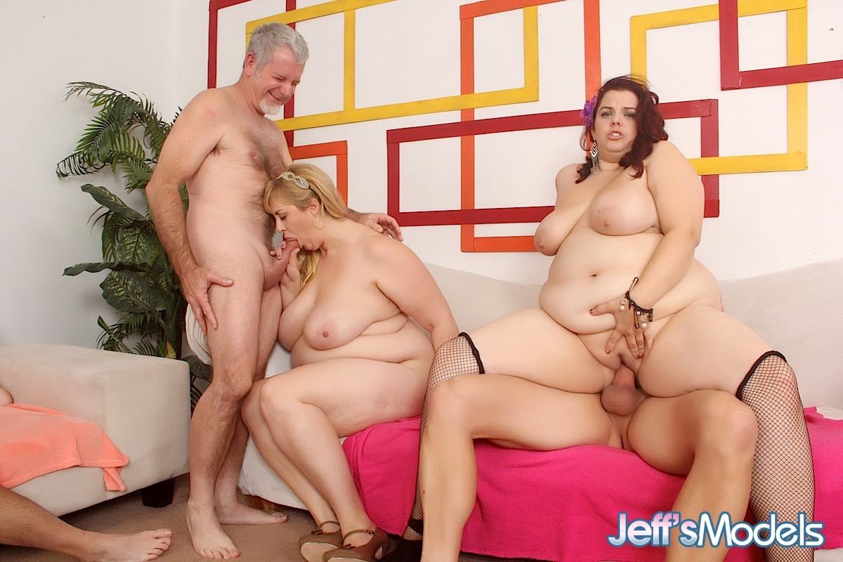 Chubby women having group sex — photo 4