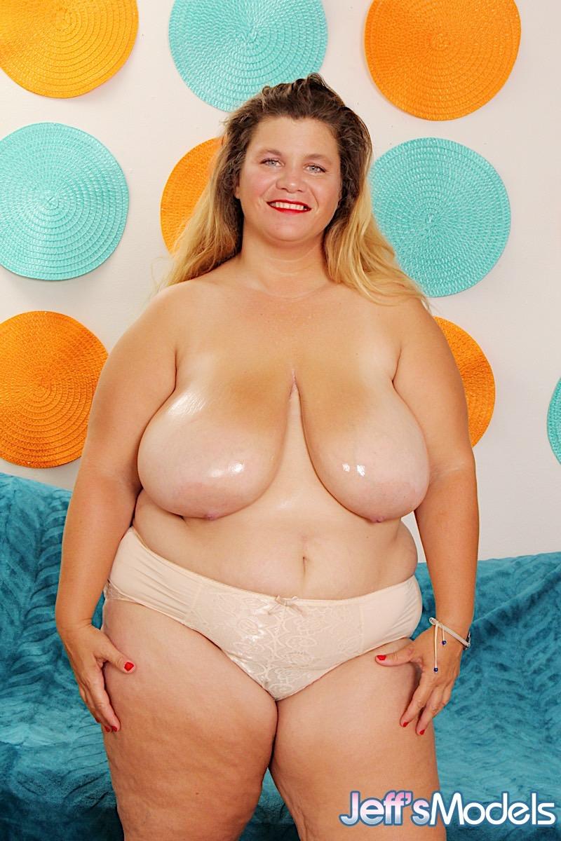 Haley modell naken